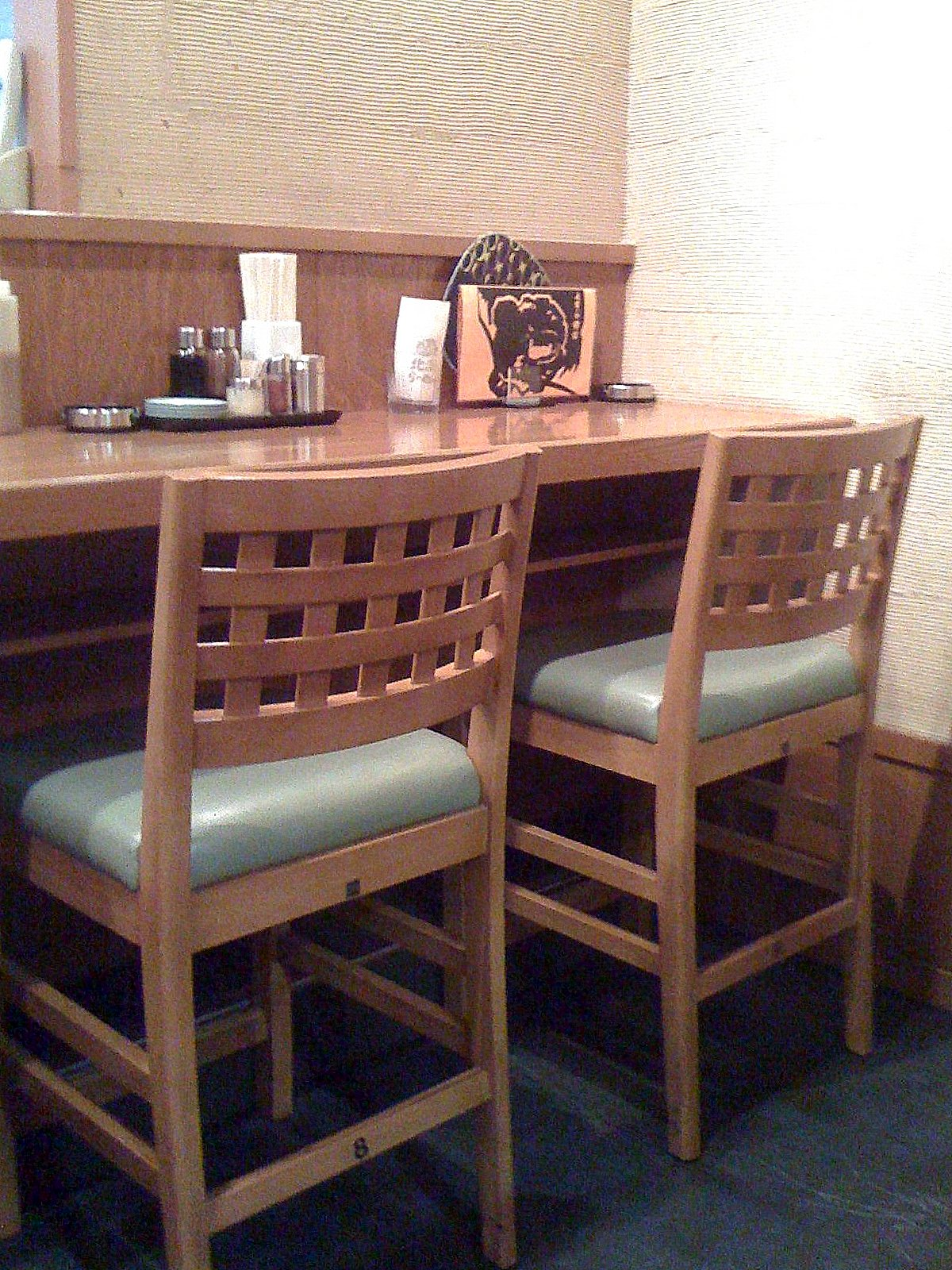 In Order For Japanese Solo Diners To Avoid The Stares And Social  Awkwardness, They Tend To Pick Restaurants Or Cafes With Counter Seats  (implying That This ...